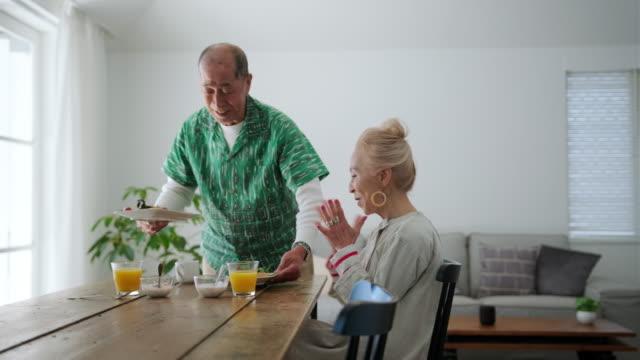 stockvideo's en b-roll-footage met senior japans koppel genieten van het genot van het ontbijt - breakfast table