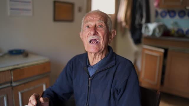 vídeos de stock e filmes b-roll de senior man living in poverty - old men window