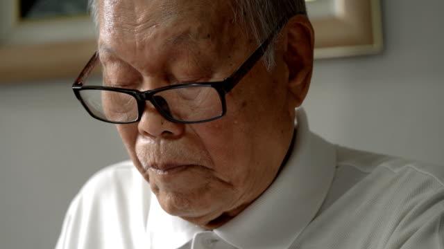 CU Senior man reading