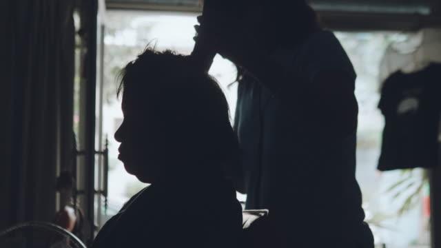 senior woman getting her hair cutting and hair dried at hair salon. - kosmetyczka praca w salonie piękności filmów i materiałów b-roll