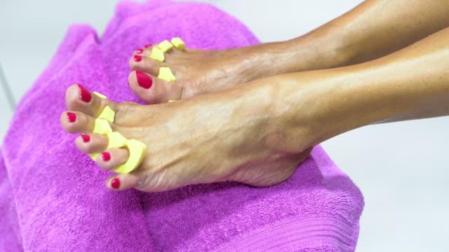 senior woman having a pedicure in a beauty spa - время дня стоковые видео и кадры b-roll