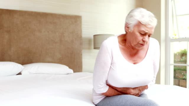 Senior Frau mit Bauchschmerzen, – Video