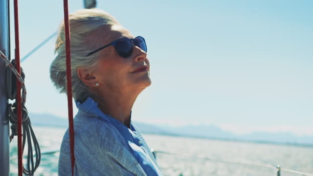 stockvideo's en b-roll-footage met senior vrouw weg op jacht - woman very rich