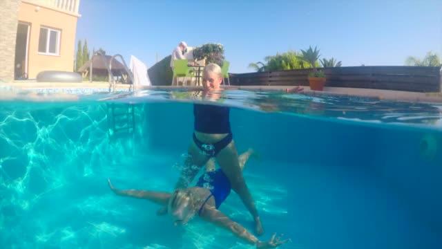 äldre kvinnor i en pool - aktiva pensionärer utflykt bildbanksvideor och videomaterial från bakom kulisserna