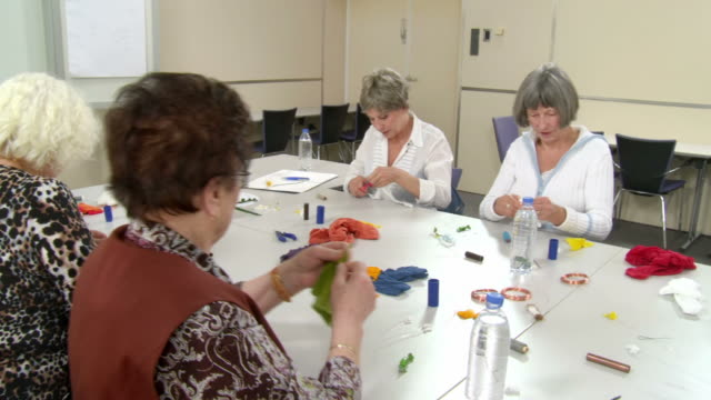 HD: Senior Women Participating Craft Class video
