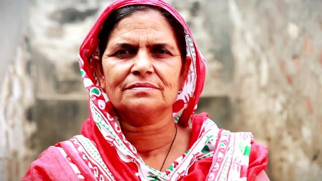 starszy kobiety portret - hindus filmów i materiałów b-roll