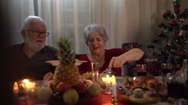 Seniors enjoys Christmas dinner at home