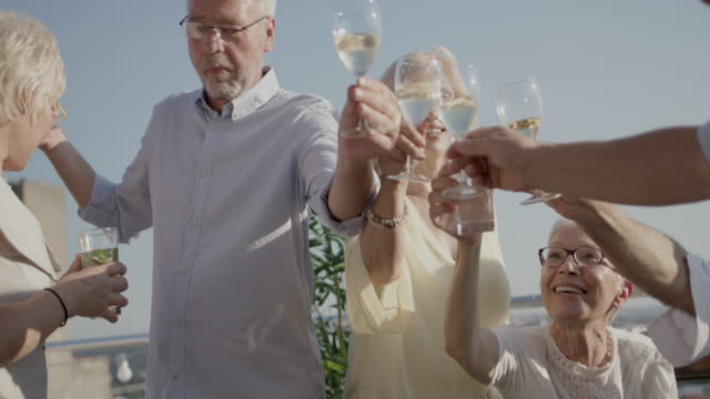 seniorer rooftop party - vin sommar fest bildbanksvideor och videomaterial från bakom kulisserna