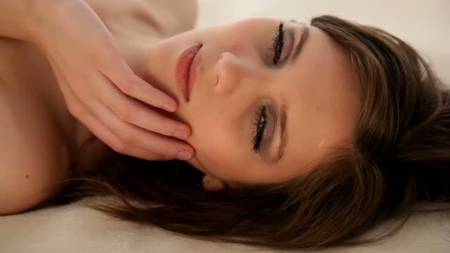 vídeos de stock e filmes b-roll de sensual lady - mulher bonita