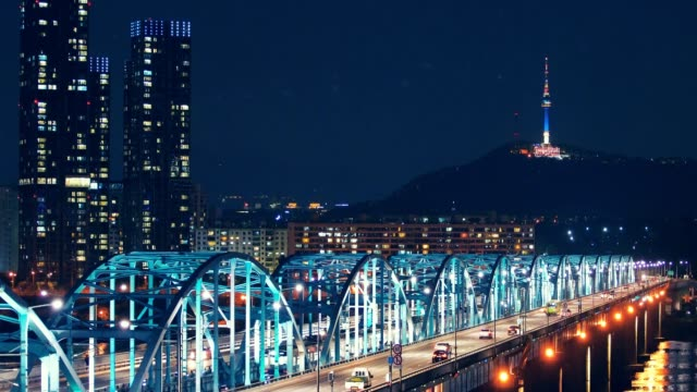 vídeos de stock e filmes b-roll de seoul city skyline at dongjak bridge and han river in seoul, south korea. - seul