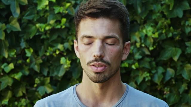 serene spanischer junger mann - introspektion stock-videos und b-roll-filmmaterial