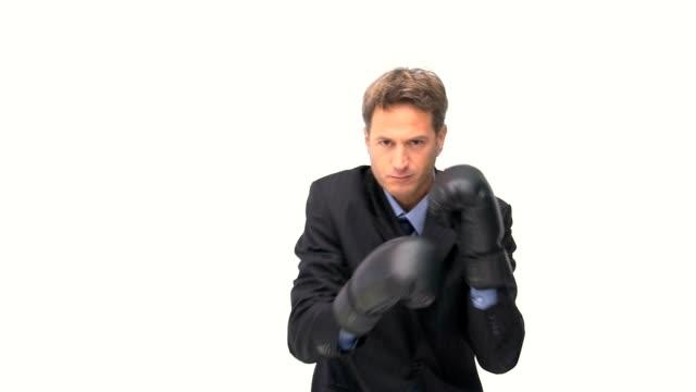 stockvideo's en b-roll-footage met serious businessman boxing towards the camera - alleen één mid volwassen man