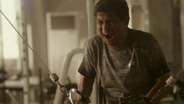 serious gym - niedoskonałość filmów i materiałów b-roll