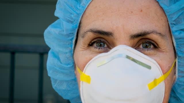 vídeos de stock e filmes b-roll de serious, overworked, female health care worker - enfermeira