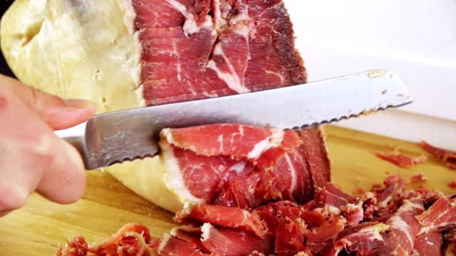 vídeos y material grabado en eventos de stock de jamón serrano pierna tallada (hd - comida española