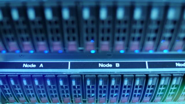 vídeos de stock, filmes e b-roll de servidores em datacenter - peça de computador