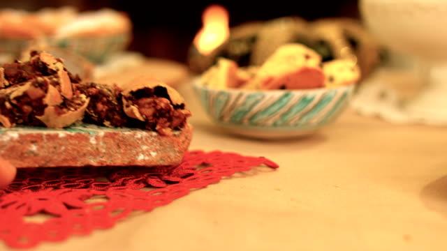 vídeos de stock e filmes b-roll de serving at a christmas table traditional cakes - christmas cake