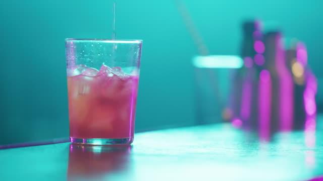 serving cocktail 4k - vodka video stock e b–roll