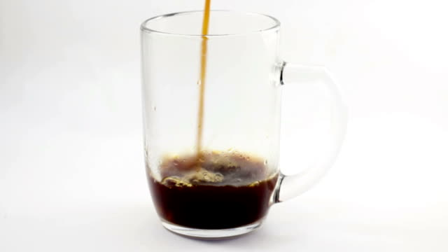 stockvideo's en b-roll-footage met serving filter coffee with a big glass mug - camelia white