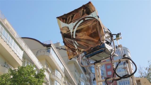 ställ in ljus film utomhus - skylift bildbanksvideor och videomaterial från bakom kulisserna