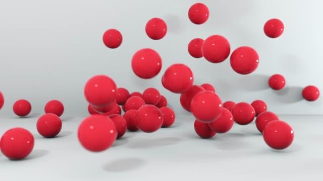vídeos de stock, filmes e b-roll de jogo da queda diferente das esferas das cores. animação 3d 4k. - esfera