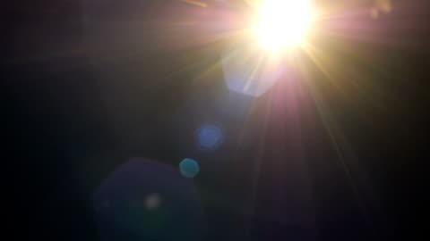 vídeos y material grabado en eventos de stock de conjunto de luz fugas de efecto de película sobre fondo negro - imagen en bucle