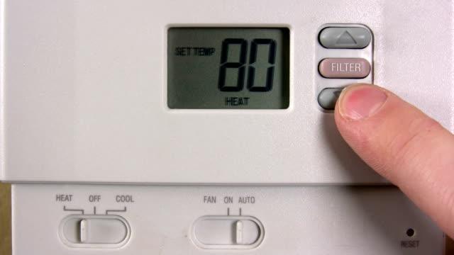 vidéos et rushes de cadre de contrôle de la température - abaisser