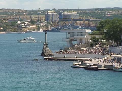 vídeos de stock e filmes b-roll de baía sevastopolcity in ukraine - embarcação comercial