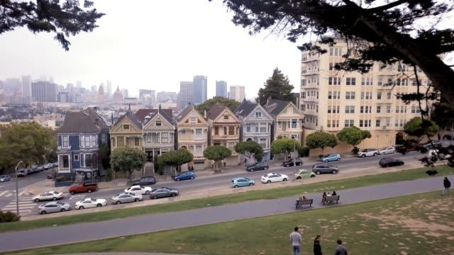 샌프란시스코 세븐 시스터즈 하우스 - 언덕 스톡 비디오 및 b-롤 화면