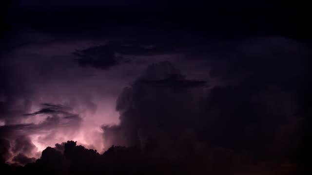 ciężkie burza z piorunami - lightning filmów i materiałów b-roll