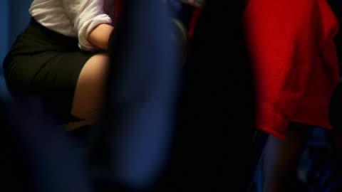 vidéos et rushes de dolly de la hd : sexy femme dominante - 20 secondes et plus