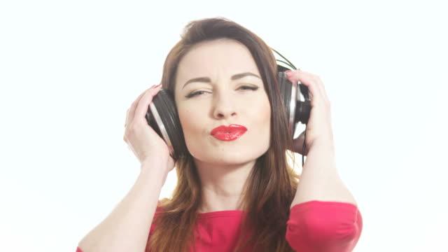 Sexy Mädchen in Rot Schwingen der Musik – Video