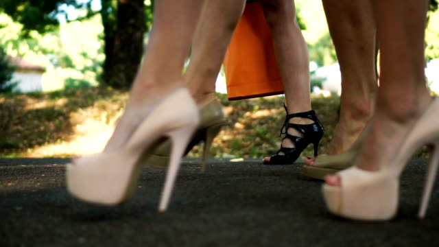 Sexy Spaziergang auf high heels – Video