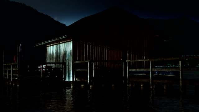 stockvideo's en b-roll-footage met hd - shack on lake, night - broek