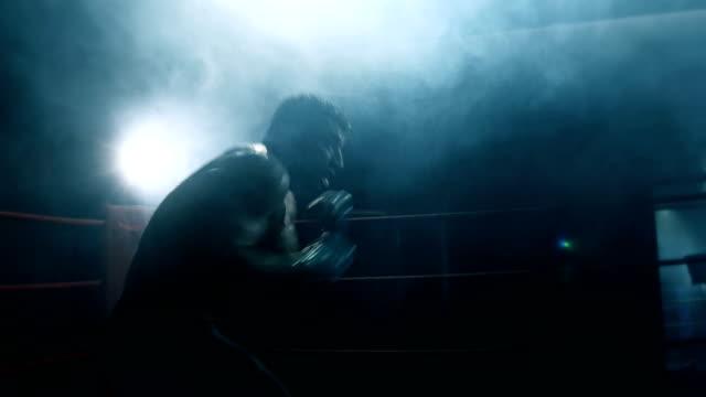 shadow boxing - colpire con un pugno video stock e b–roll