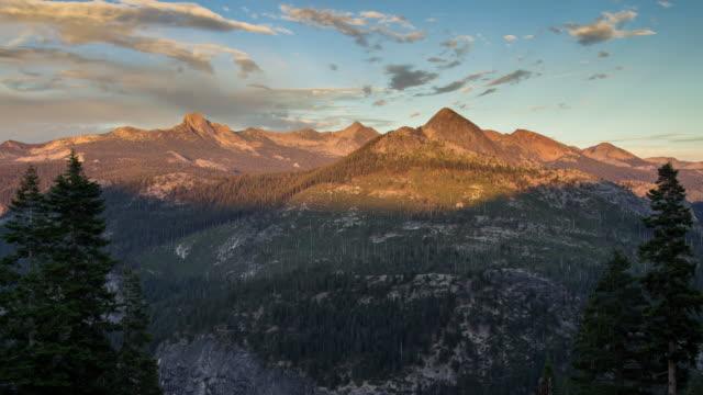 ヨセミテ - 時間の経過を越えて移動影 - カリフォルニアシエラネバダ点の映像素材/bロール
