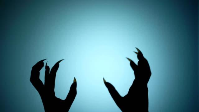shaky hands of a beast, monster hiding behind the wall, creepy horror silhouette - ноготь на руке стоковые видео и кадры b-roll