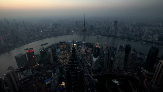 vídeos y material grabado en eventos de stock de pudong de shanghai en la noche - río yangtsé