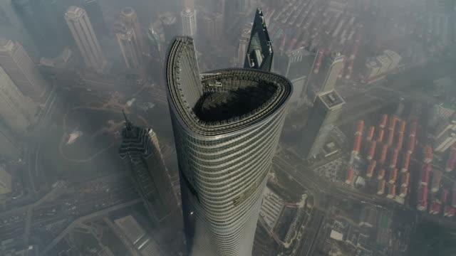 shanghai skyline blick - wolkenkratzer stock-videos und b-roll-filmmaterial