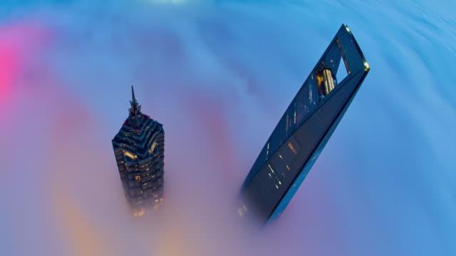 vídeos de stock, filmes e b-roll de 4k: na estratosfera nuvem, china arranha-céu de shanghai. - estupefação