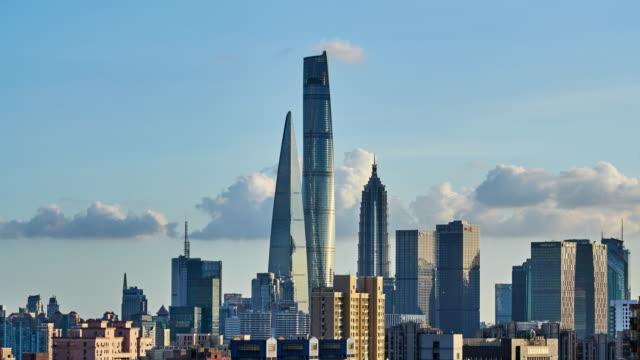 4k: shanghai's lujiazui skyscraper at day to sunset time lapse, china - spektakularny krajobraz filmów i materiałów b-roll
