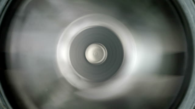 sharp blender rotating blades. close-up shot. - lama oggetto creato dall'uomo video stock e b–roll