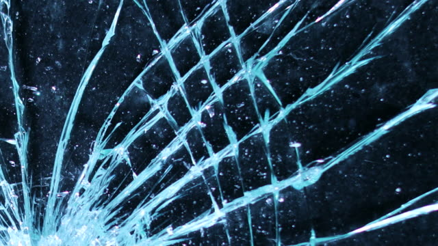 vídeos de stock e filmes b-roll de shattering glass screen with a hammer. breaking and cracking screen on grunge background in 4k - rachado