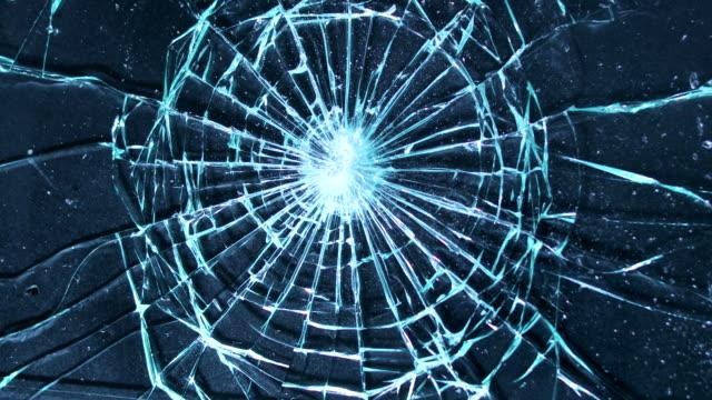 ガラス スクリーンをハンマーで粉砕。壊すと 4 k でグランジ背景に画面を割れ - フィルタ化点の映像素材/bロール
