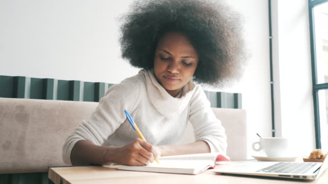 She has a plan. She can do her work from everywhere as long as she has a plan and the resources. online learning stock videos & royalty-free footage