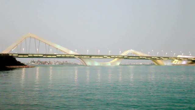 sheikh zayed bridge in abu dhabi - abu dhabi stok videoları ve detay görüntü çekimi