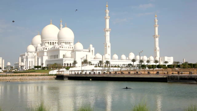 Sheikh Zayed Grand Mosque in Abu Dhabi video