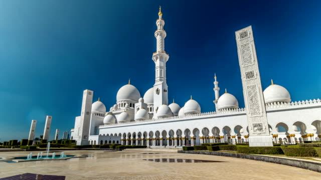 schejk zayed-moskén timelapse hyperlapse ligger i abu dhabi - capital city av förenade arabemiraten - moské bildbanksvideor och videomaterial från bakom kulisserna