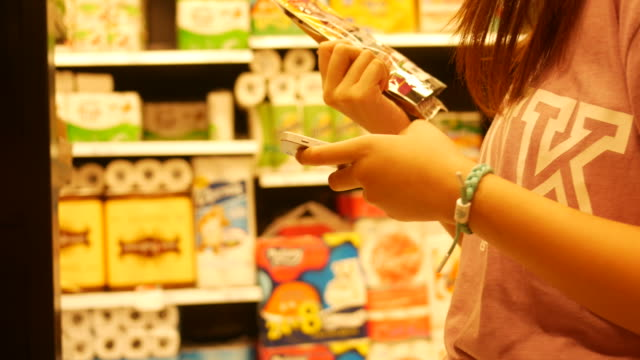 vídeos de stock e filmes b-roll de shelves with dog's food in retail store - dog food