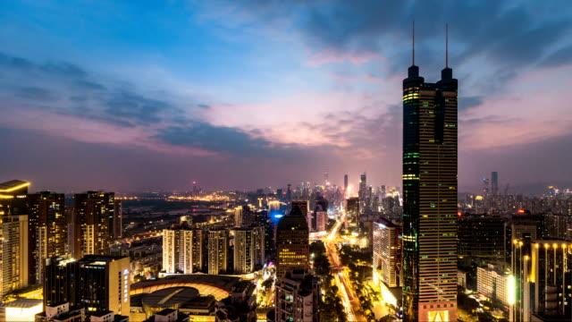 深圳と香港のスカイライン夕暮れから夜、深セン、中国/4 k コマ - 広東省点の映像素材/bロール